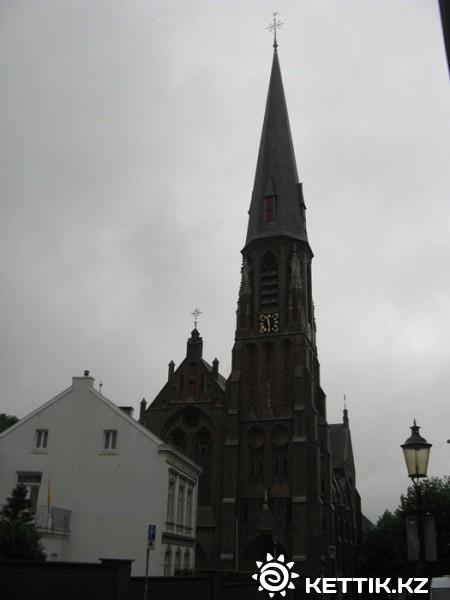 Еще церковь