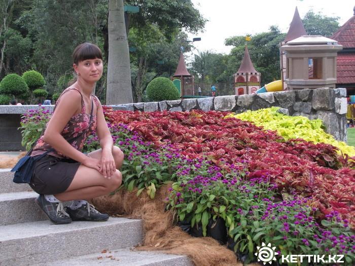 Маша в цветах