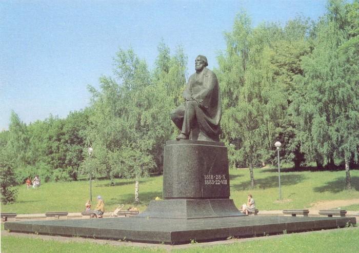 Памятник И. С. Тургеневу