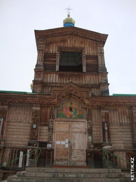 Церковь Святой Троицы в Караколе