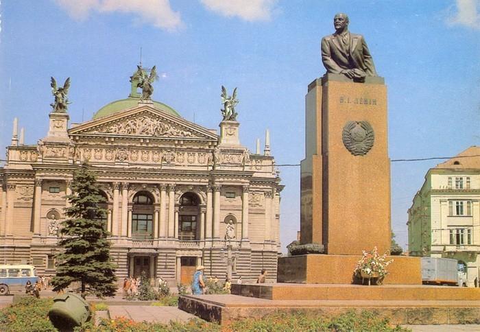 Памятник Ленину во Львове