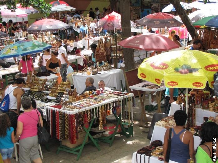 Сувенирный рынок в Гаване