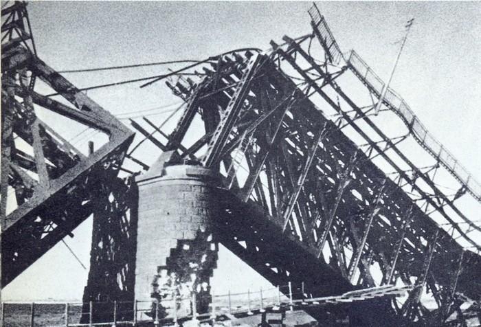 Взорванный мост