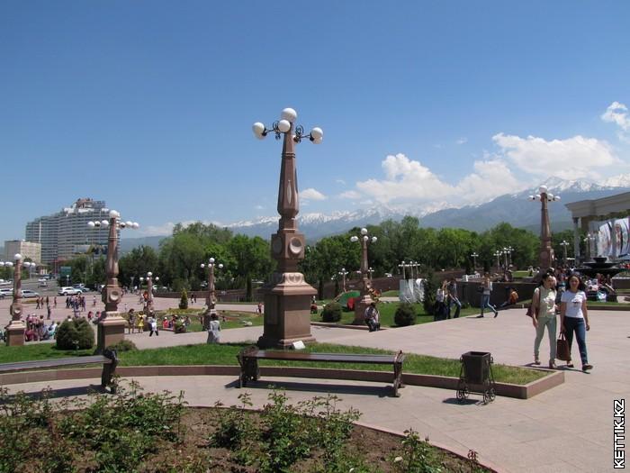 Площадь перед парком
