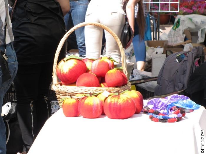 Валяные яблоки