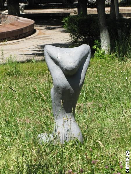 Непонятная скульптура