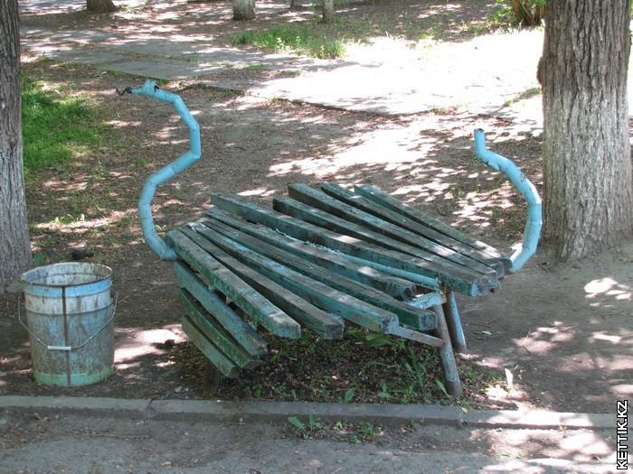 Странная скамейка