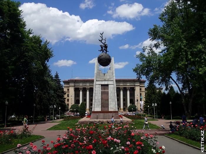 Памятник Алие и Маншук