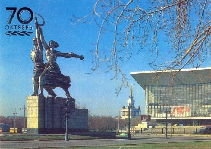 Монумент Рабочий и колхозница