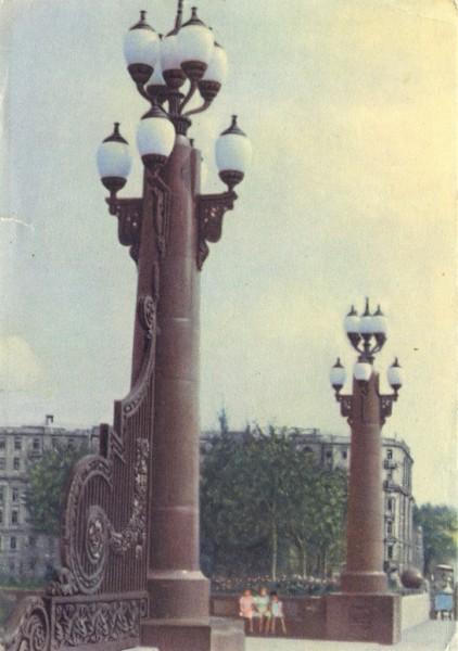Вход в сквер на Болотной площади
