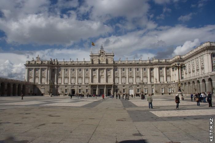Королевский дворец фасад
