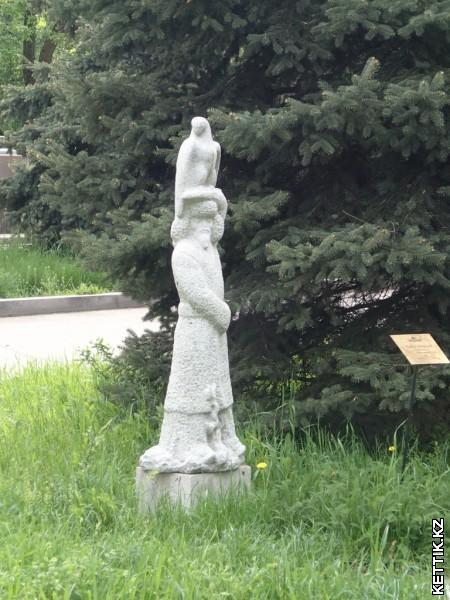 Скульптуры в Кастеевке