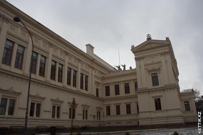 Здание университета