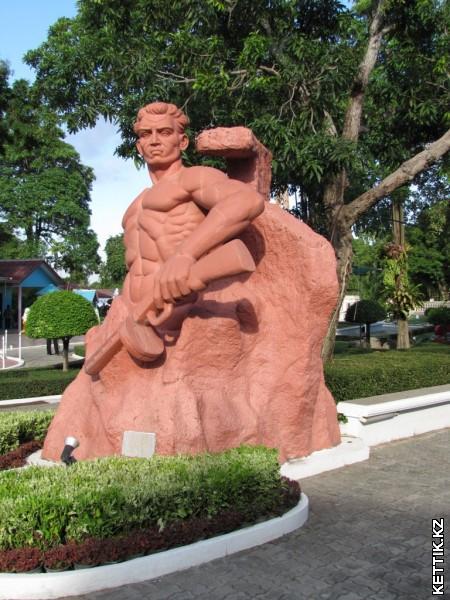 Памятник Стоявшим насмерть