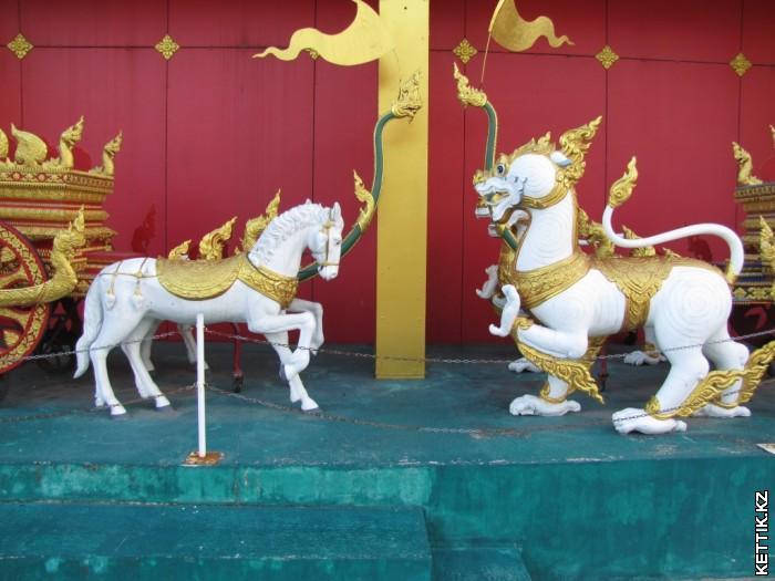 Лошади и грифоны