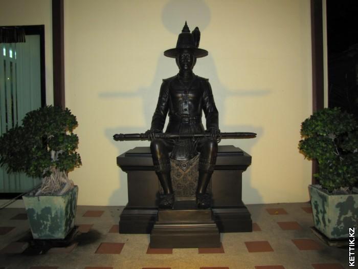 Тайская статуя