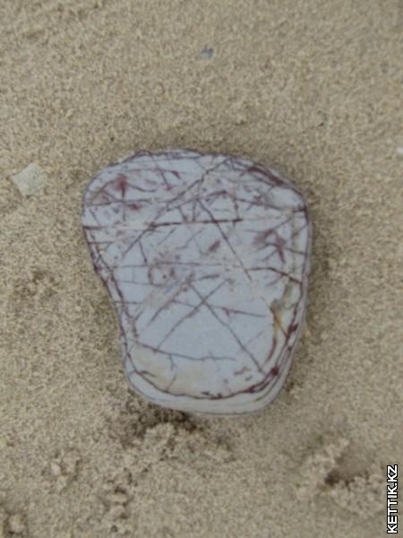 Камни на пляже
