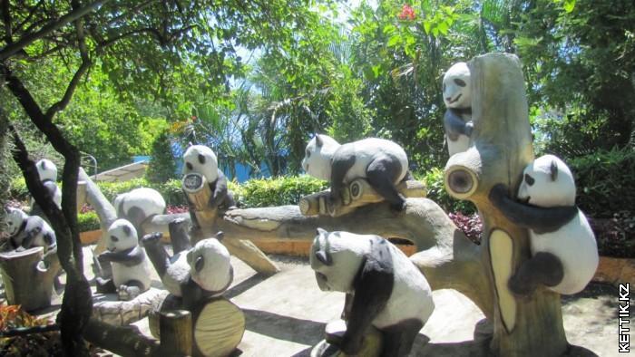 Скульптурные панды