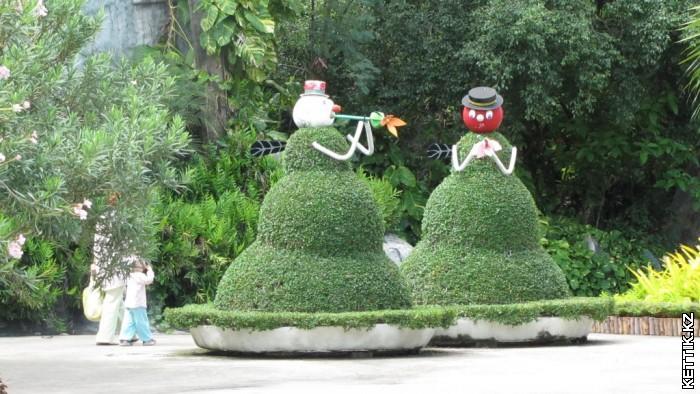 Зеленые снеговики