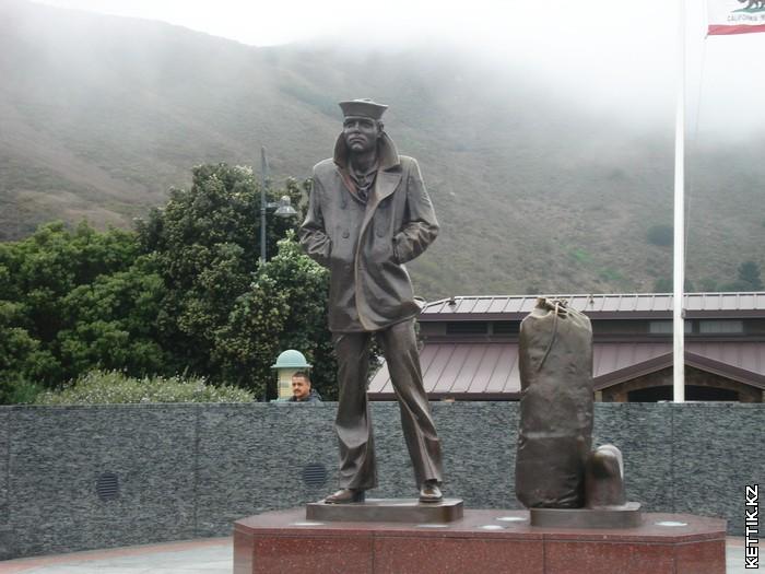 памятник моряку