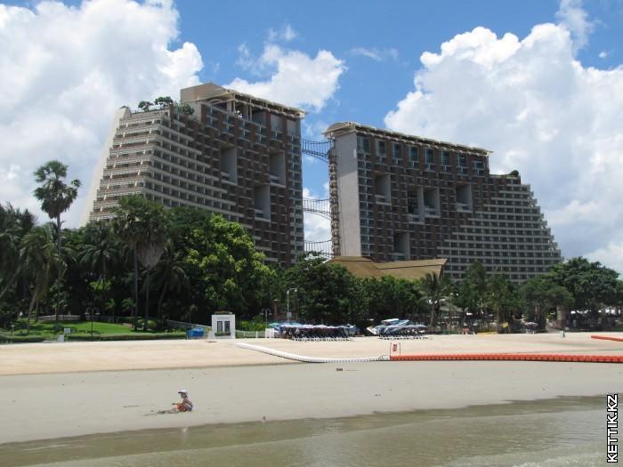 Centara Grand Mirage Beach