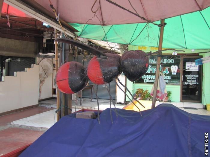 Пчела из кокосов