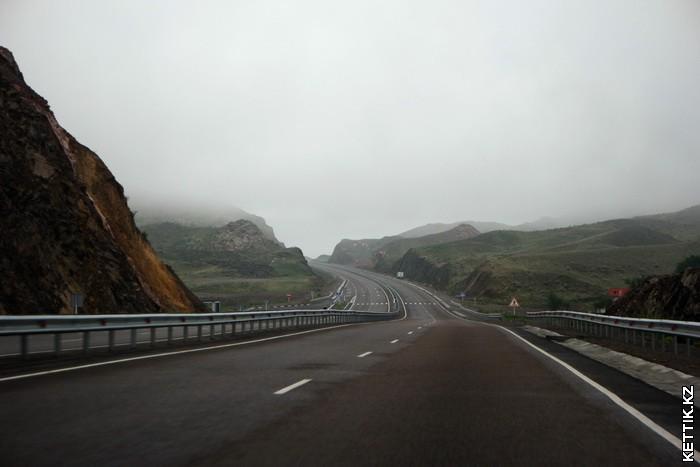 Дорога в холмах