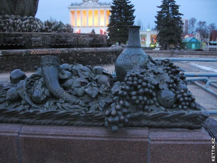 Скульптура виноград