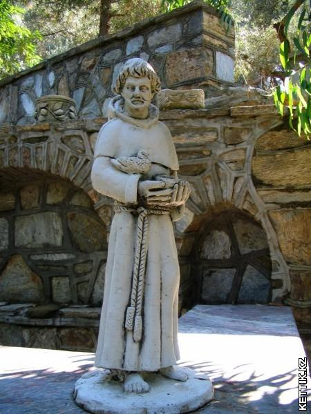 Скульптура францисканца