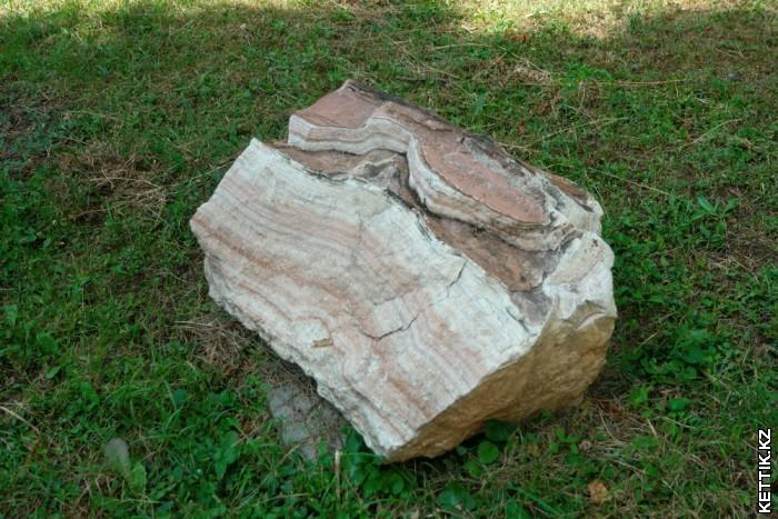 Слоистый камень
