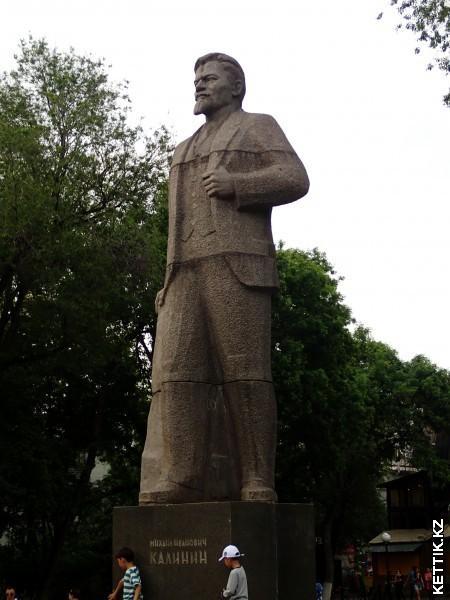 Калинин памятник