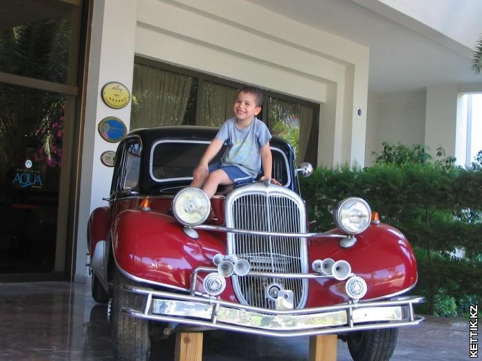 Старый автомобиль