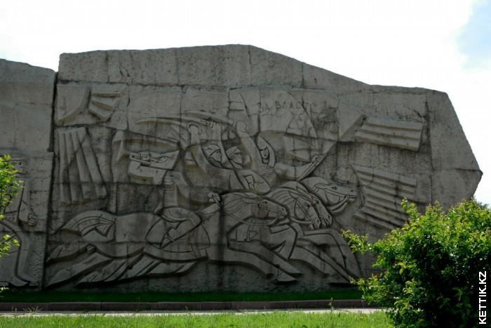 Барельеф конница