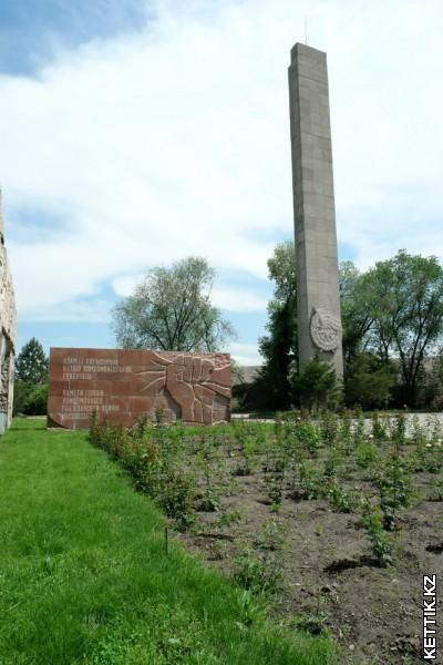 Клумба памятник