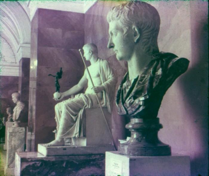 В греческом зале