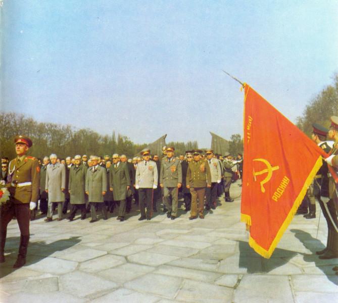 Ветераны в Трептов-парке