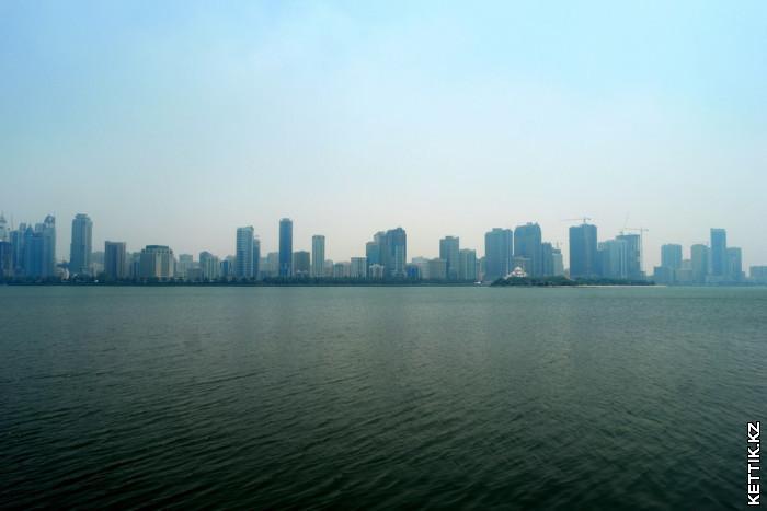Вид через залив Шарджа