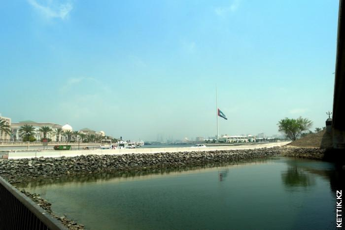 Остров с флагом